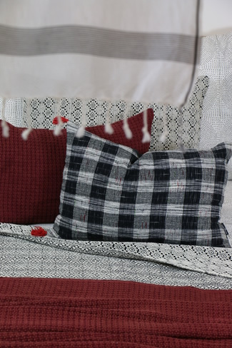 Coussin plaid couverture creation textile Claire Gasparini